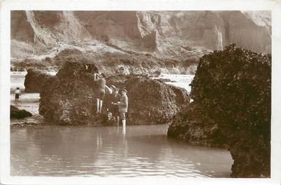 """/ CPSM FRANCE 14 """"Houlgate, les roches, la pêche aux moules"""""""