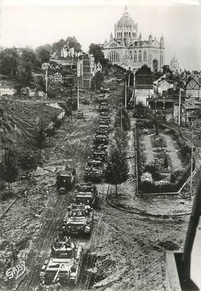 """/ CPSM FRANCE 14 """"Débarquement de Normandie, entrée des troupes alliées à Lisieux"""" / CHARS"""