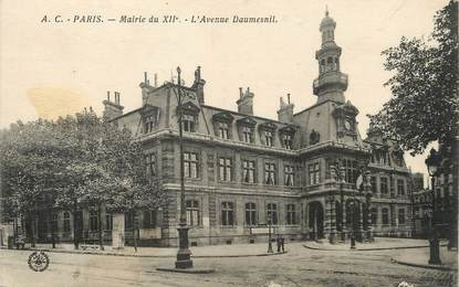 "/ CPA FRANCE 75012 ""Paris, mairie, l'avenue Daumesnil"""