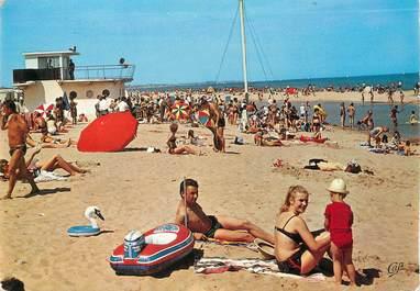 """/ CPSM FRANCE 14 """"Ouistreham Riva Bella, la plage et le poste de secours"""""""