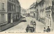 """80 Somme / CPA FRANCE 80 """"Abbeville, rue de l'hôtel de ville et la maison de l'amiral Courbet"""""""