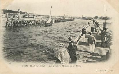 """/ CPA FRANCE 14 """"Trouville sur Mer, les jetées au moment de la marée"""""""