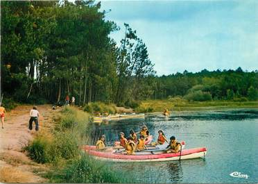 """/ CPSM FRANCE 17 """"Montendre les Pins, lac Baron d'Esqueyroux"""""""