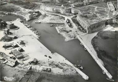 """/ CPSM FRANCE 17 """"Ile d'Oléron, le château, le port, vue aérienne"""""""
