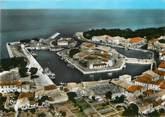 """17 Charente Maritime / CPSM FRANCE 17 """"Ile de Ré, Saint Martin de Ré, le port, vue aérienne"""""""
