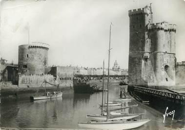 """/ CPSM FRANCE 17 """"La Rochelle, entrée du port """""""