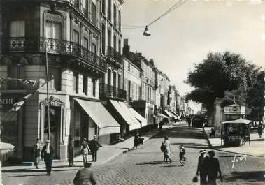 """/ CPSM FRANCE 17 """"Rochefort, rue de la République"""""""