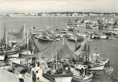 """/ CPSM FRANCE 17 """"Royan, le port"""" /  BATEAU"""