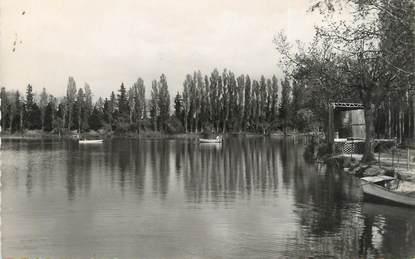 """CPSM FRANCE 84 """"Valréas, un coin du lac de Plaisance"""""""