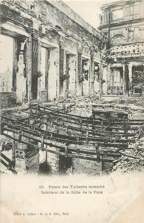 """CPA FRANCE  75 """"Paris"""" /  Série La Commune  1871 """"Le Palais des Tuileries incendié """""""