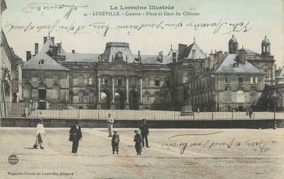 """CPA FRANCE 54 """"Lunéville, caserne, place et cour du château"""""""