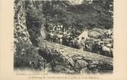 """65 Haute PyrÉnÉe CPA FRANCE 65 """"Lourdes, pèlerinage de Marseille sortant de la grotte de Sainte Madeleine, 1908"""""""