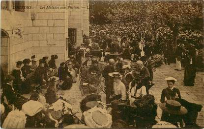"""CPA FRANCE 65 """"Lourdes, les malades aux piscines"""""""