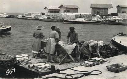 """CPSM FRANCE 33 """"Bassin d'Arcachon, opération du Détroquage"""""""
