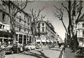 """84 Vaucluse CPSM FRANCE 84 """"Avignon, rue de la République"""""""