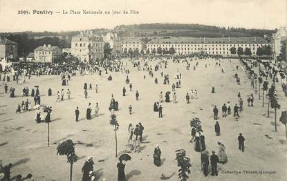 "/ CPA FRANCE 56 ""Pontivy, la place Nationale un jour de fête"""