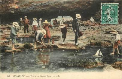 "CPA FRANCE 64 ""Biarritz, pêcheurs à marée basse"""
