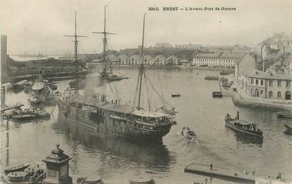 """/ CPA FRANCE 29 """"Brest, l'avant port de Guerre"""""""