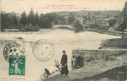 """/ CPA FRANCE 65 """"Lourdes, les bords du Gave et le pont Neuf"""""""