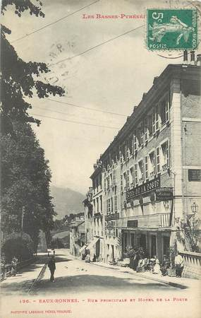 """/ CPA FRANCE 64 """"Eaux Bonnes, rue principale et l'hôtel de la poste"""""""