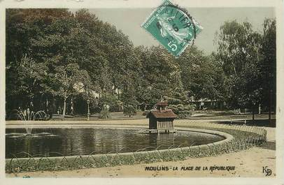 """/ CPSM FRANCE 03 """"Moulins, la place de la République"""""""