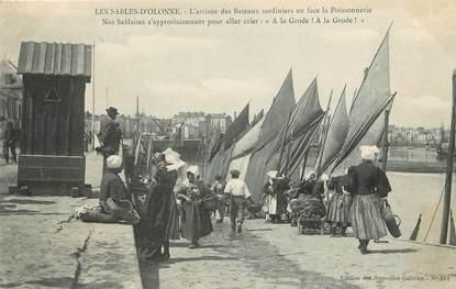 """/ CPA FRANCE 85 """"Les Sables d'Olonne, l'arrivée des bateaux sardiniers"""""""