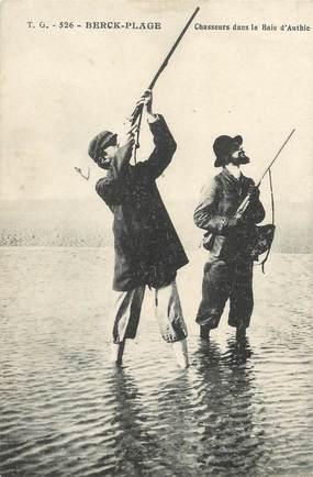 """/ CPA FRANCE 62 """"Berck Plage, chasseurs dans la baie d'Authie"""" / CHASSE"""