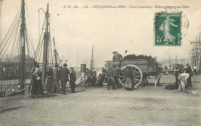 "/ CPA FRANCE 62 ""Boulogne sur Mer, quai Gambetta, débarquement des filets"""
