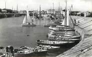 """17 Charente Maritime / CPSM FRANCE 17 """"Ile de Ré, Ars en Ré, le port"""" /  BATEAU"""