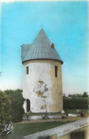 """/ CPSM FRANCE 17 """"Ile de Ré, Ars en Ré, vieux moulin sur l'Ile"""""""