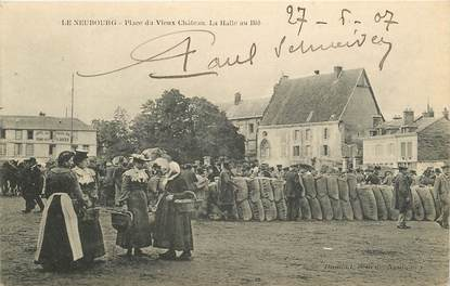 """CPA FRANCE 27 """"Le Neubourg, Place du Vieux Chateau, La Halle au Blé"""""""