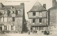 """29 Finistere / CPA FRANCE 29 """"Carhaix, vieilles maisons de la place de la mairie """""""