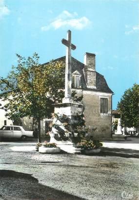 """/ CPSM FRANCE 24 """"Saussignac, la croix fleurie au milieu de la place"""""""