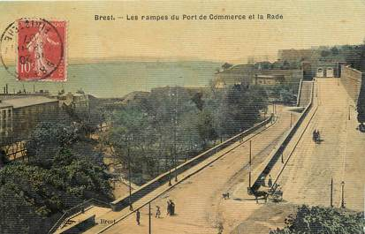 "CPA FRANCE 29 ""Brest, les rampes du port du commerce"" / CARTE TOILÉE"
