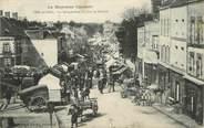 """53 Mayenne / CPA FRANCE 53 """"Pré en Pail, la grande rue un jour de marché"""""""