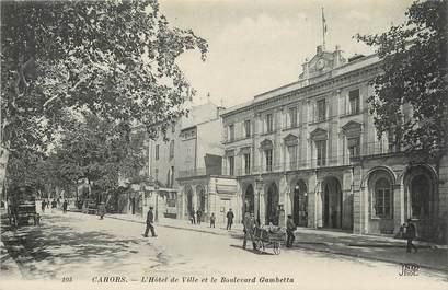 """/ CPA FRANCE 46 """"Cahors, l'hôtel de ville et le bld Gambetta"""""""