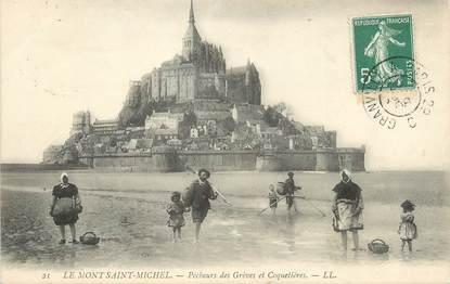 """/ CPA FRANCE 50 """"Le Mont Saint Michel, pêcheurs des Grèves et Coquetières"""""""