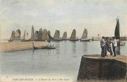 """CPA FRANCE 14 """"Port en Bessin, entrée du port à mer haute"""""""
