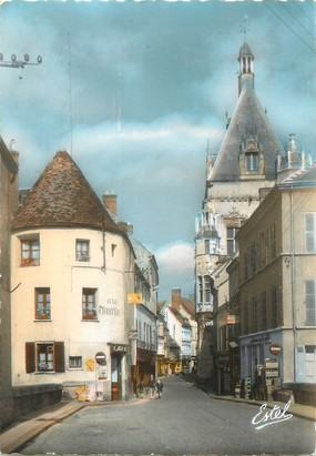 "/ CPSM FRANCE 28 ""Dreux, rue Porte Chartraine"""