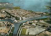 """30 Gard / CPSM FRANCE 30 """"Aigues Mortes, vue générale aérienne sur la cité"""""""
