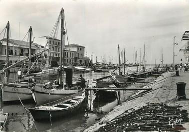 """/ CPSM FRANCE 30 """"Le Grau du Roi, le port"""" / BATEAU"""