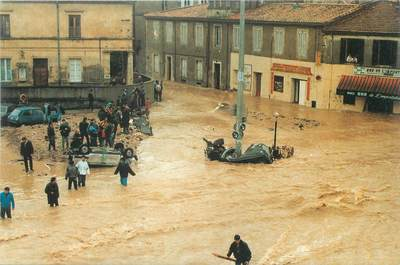 """/ CPSM FRANCE 30 """"Nîmes"""" / INONDATIONS"""