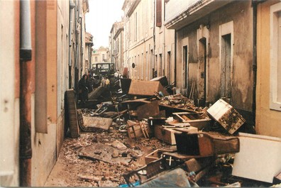 "/ CPSM FRANCE 30 ""Nîmes, 3 octobre 1988"" / INONDATIONS"