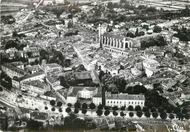 """/ CPSM FRANCE 32 """"Condom, vue générale aérienne et la cathédrale """""""