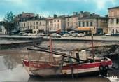 """33 Gironde / CPSM FRANCE 33 """"Pauillac, les quais, vue de l'embarcadère"""""""