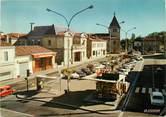 """33 Gironde / CPSM FRANCE 33 """"Pessac, la place, la mairie et l'église"""""""