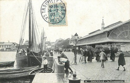 "/ CPA FRANCE 14 ""Trouville, la poissonnerie"""