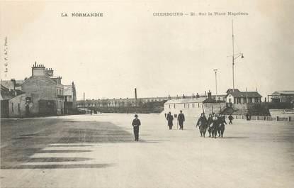 """/ CPA FRANCE 50 """"Cherbourg, sur la place Napoléon"""""""