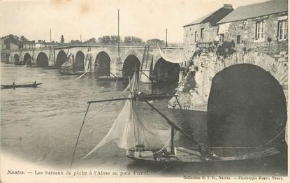 """/ CPA FRANCE 44 """"Nantes, lles bateaux de pêche à l'Alose au pont Pirmil"""""""