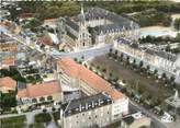 """36 Indre / CPSM FRANCE 36 """"Issoudun, vue aérienne de la basilique et du couvent"""""""